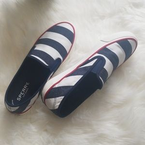 NEW SPERRY TOP SIDER SEASIDE BRETON NAVY STRIPES